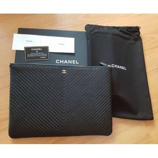 BRAND NEW UNUSED CHANEL CHEVRON LARGE O CASE