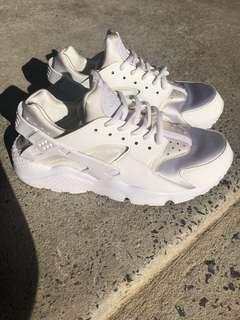 Women's Nike Air Huaraches - White
