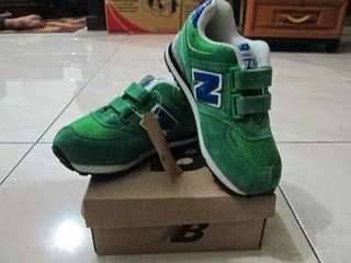 NEW BALANCE prelove boy shoes size 32