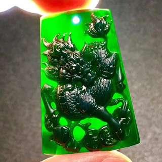 特價¥10600 [墨翠麒麟]    黑度一般    極品帝王綠底裝     性價比極高    賣相極佳     剛性十足   雕工精湛   鼎力推薦