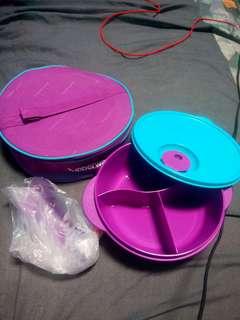 Tupperware lunch box ungu