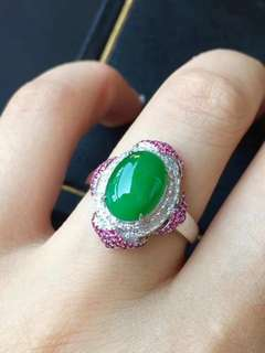GZ-36精美陽綠蛋面戒指 靚麗款 豪華鑲嵌 形體優美飽滿 色滿 完美無紋裂 超值性價比 特價:¥13600🉐️