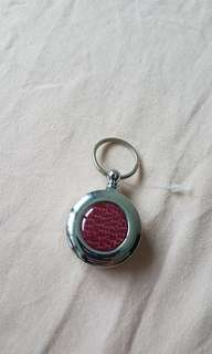 Retractable pull key chain
