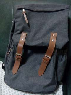 Dark gray bag! With magnet lock and synthetic leather strap