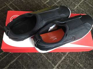 nike racquette slip on black
