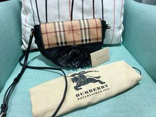 Burberry Sling Bag 💯% Authentic