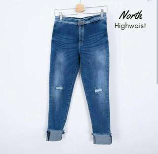 North highwaist jeans + dameru lace top