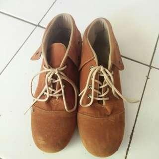 Sepatu Boots Coklat