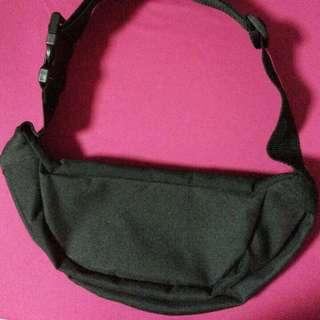黑色腰包+復古收束小袋