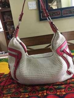 Sak cream & red bag