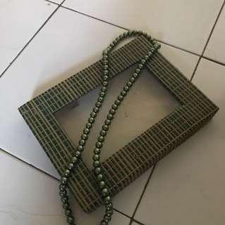 kalung mote hijau