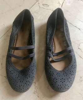 Imported girls' shoes