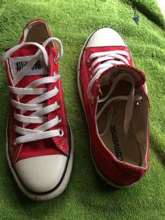 Yes Orig Converse from Dubai. 1300 last price. Size 8.