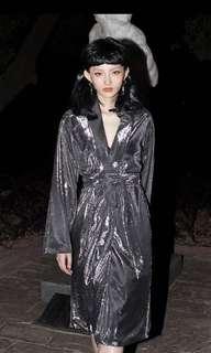 銀色長板外套附腰帶+銀色鬆緊髮帶 派對尾牙 閃閃時尚組合 時尚金屬未來風