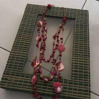 kalung batu merah