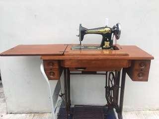Butterfly leg paddler sewing machine