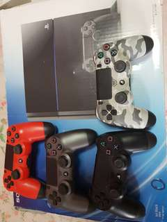 Ps4 with 2 games + 4 controllers