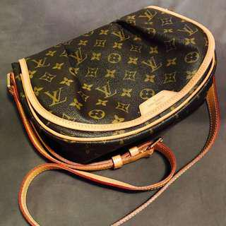 Louis Vuitton Monogram Menilmontant Pre-loved. AUTHENTIC Cross body sling bag. Bag Condition is Good as brand new.
