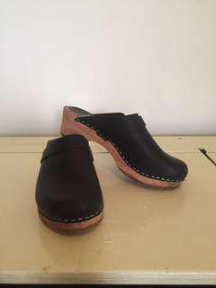 Funki's Swedish Forms Black Wooden Clogs