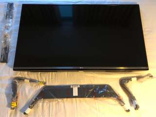 "Worth $790 ! Great Condition - LG 40"" Ultra HD TV with Bracket and Stand (manufactured in May 2015)"