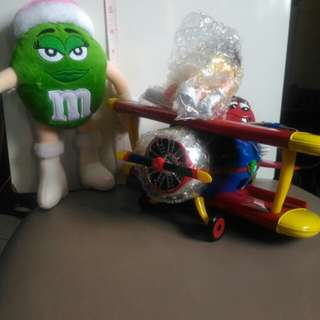 BNEW M&M Airplane Dispenser