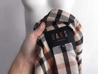 Auth DAKS London tan vest winter topper