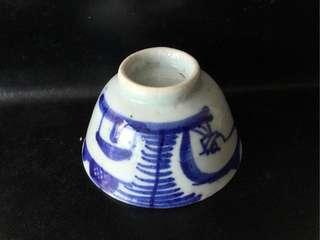 聽雨樓:#QQH-0094:【清】青花釣魚山水茶杯一隻(#4)
