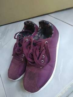 Sepatu RUBI warna maroon