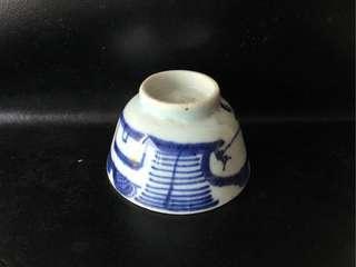 聽雨樓:【清】青花釣魚山水茶杯一隻(#1)