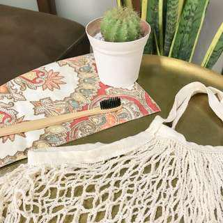 Net bag in cream + Bamboo toothbrush