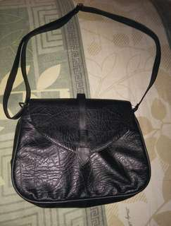 Sling bag hitam