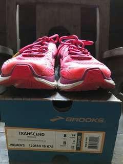 Sepatu Lari Brooks