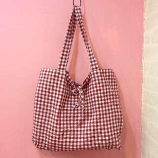 [彩色櫥窗]少女紅格子綁帶大容量側背包