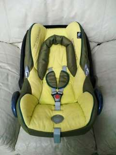 Maxi Cosi Yellow Carseat