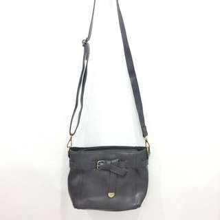Handbag with zipper and detachable/adjustable sling