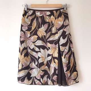 *NEW* Knee length skirt size S