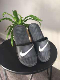 Nike slides *IMITATION ONLY*