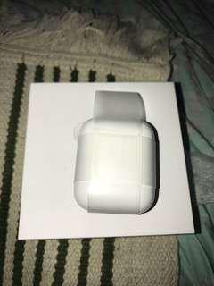 原裝 Apple AirPods 充電器 (耳機,充電線 唔包)未用過99% 新 / Charge Case Only