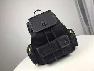Tory Burch正品新款雙肩包!力荐好款!尼龍防水面料+十字紋牛皮,多個小口袋 容量超大 尺寸:30*35*14