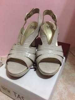 🚚 二手鞋.專櫃TAS 台灣製牛皮真皮露趾前高後高防滑底高跟涼鞋 魚口涼鞋 高跟鞋 23.5/37號