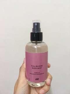 H&M Full Bloom Body Mist Vanila Patchouli Cedarwood