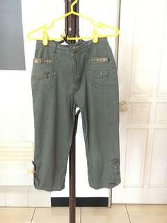 🚚 軍綠色七分褲