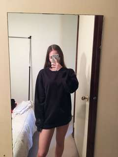 Oversized black sweatshirt