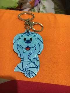 Key chain blue merlion ori from singapore. New. Freongkir jabodetabek