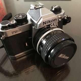 🚚 尼康FM2底片機加35mm135mm鏡頭全套附相機包