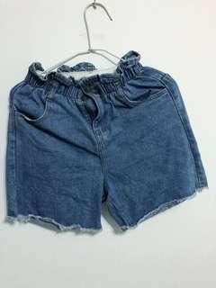 🚚 Lovfee 牛仔荷葉邊短褲。僅試穿