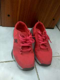 Sepatu DC