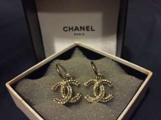 Chanel logo earring