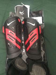 Nike Guard (pelindung kaki sepakbola/futsal)