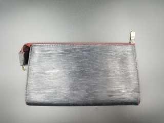 LV 手提Handbag, 原是红色,翻新為黑色,現有一點退,要自行翻新
